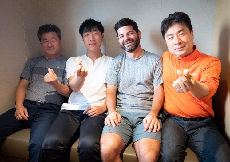 18-09-30---Coréens-Jon,-Kim-et-Seo-(Qingdao,-Chine)